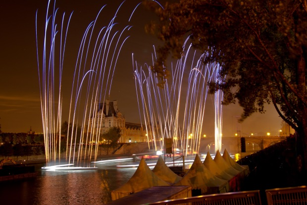 Lovers' Time in Cai Guo-Qiang's One Night Stand: Explosion Event for Nuit Blanche, realized on October 5 on the Seine River, Paris, France, 2013 Photo by Hiro Ihara, courtesy Cai Studio