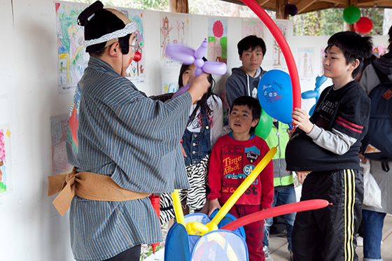 Clown making balloon animals as part of YMoCA (Yatai Museum of Contemporary Art), Iwaki, Japan, 2014. Photo by Wen-You Cai, courtesy Cai Studio.